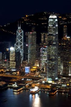 The spectacular skyline is what this city is famous for - HONG KONG Places Around The World, The Places Youll Go, Places To Go, Around The Worlds, Hong Kong, City Wallpaper, Wallpaper Desktop, Iphone Wallpapers, Skyline