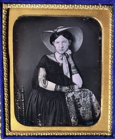 GORGEOUS YOUNG WOMAN PRETTY SUN BONNET LACE GLOVES 1/6 PLATE DAGUERREOTYPE D644