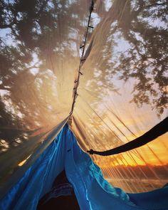 @trendymood posted to Instagram: Cadeau pour ceux qui n'aiment pas se lever tôt ! 🛌🌅 . 📸 @brlively . . . #camping #campvibes #outdoorlife #outdoorlovers #outdooradventurephotos #followmefaraway #outdoorwomen #outdoorsupply #adventurepic #exploremore #camplife #sunrise #bushcraft #liveoutdoors #livewithoutlimits #welivetoexplore #theoutbound #roadtrip #stayandwander #keepitwild #adventureculture #camp #simplyadventure #letsgosomewhere Outdoor Life, Outdoor Decor, Outdoor Supplies, Adventure Photos, Camping Life, Far Away, Bushcraft, Nature, Sunrise