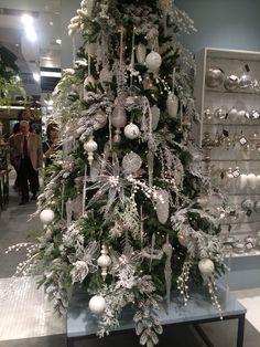 Christmas Tree Inspo, Christmas Stage Design, Christmas Tree On Table, Creative Christmas Trees, Christmas Window Decorations, Christmas 24, Silver Christmas, Christmas Crafts, Holiday Decor