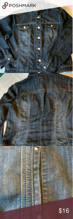 Baccini denim jean jacket with a very cute collar! Very nice condition Baccini denim jean jacket. Has a ruffle like feminine collar and fancy silver tone buttons with clear crystal like design.  Vertical pockets in front bottom of jacket and buttoned pockets on top and hidden pockets on the inside of jacket.  Size large. Baccini Jackets & Coats Jean Jackets