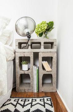 Utilisation de blocs de ciment récup' pour votre table de nuit ! Astucieux !