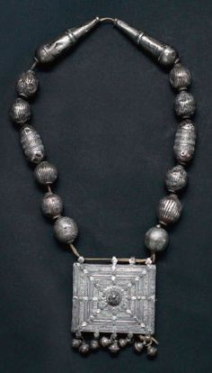 Yemen | Necklace; silver filigree and large silver beads | Est. 400-600€ (Feb '14)