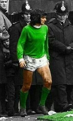 George Best of Northern Ireland in the Retro Football, Vintage Football, Northern Ireland Fc, Football Images, National Football Teams, Manchester United Football, Leeds United, Soccer World, Football Players