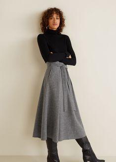Flared long skirt - Women Flared long skirt Source by ryanen Long Black Skirt Outfit, A Line Skirt Outfits, Long Skirt Fashion, Winter Skirt Outfit, Long Black Skirts, Long Skirt Style, Flare Skirt Outfit, Dress Skirt, Dress Shoes