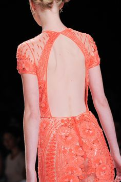 118 details photos of Naeem Khan at New York Fashion Week Spring 2014. HERMOSO!