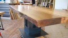 Die Esstische, Couchtische oder Bürotische der Schreinerei Meßmer sind Unikate aus seltenem Holz und anderen Materialien wie Metall, Stein oder Fossilien