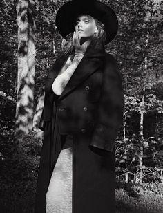 Tess Hellfeuer ph. by Emma Summerton for Vogue Italia. Manicure by Alicia Torello.