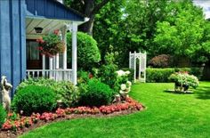 High Quality Landscape Ideas For Small Front Yards Small Front Yard Landscaping Small Front Yards, Small Front Yard Landscaping, Home Landscaping, Southern Landscaping, Residential Landscaping, Commercial Landscaping, Florida Landscaping, Farmhouse Landscaping, Tropical Landscaping
