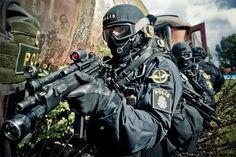 Men in Black........Swedish Police Service (Piketen) - Rgrips.com