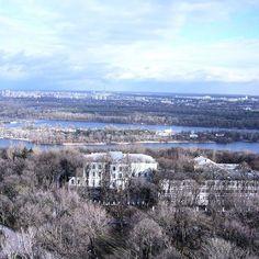 The view to the left bank #kiev #mariinskypark #dniproriver #travelukraine #tour #travel #view #hotelkiev #ukraine_recommends #loveukraine