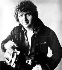 Wow!  I remember him from my childhood!  ~ Mac Davis 80s Country, Country Singers, Country Music Artists, Mac Davis, Entertainer Of The Year, Music Tv, Music Guitar, My Favorite Music, Types Of Music