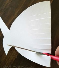 Weaving-rainbow-fish-craft (2)