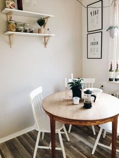 80 Incredible Small Dining Room Design and Decor Ideas Dining Room table 80 Cozy Small Dining Room Design and Decor Ideas Tiny Dining Rooms, Small Kitchen Tables, Beautiful Dining Rooms, Dining Room Design, Small Square Dining Table, Small Dining Area, Small Kitchens, Small Tables, Dining Room Furniture