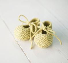 Mercedita bebé tejida a mano con algodón reciclado.  PRENDA TEJIDA A MANO.  PLAZO DE ENTREGA DE 2 SEMANAS.