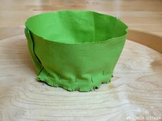 Make the cutest bucket hat for your kid using a free bucket hat pattern. An easy sewing project you must try out now! Boys Sewing Patterns, Hat Patterns To Sew, Sewing For Kids, Sew Pattern, Bag Patterns, Baby Sun Hat, Baby Boy Hats, Hat Tutorial, Baby Sewing Projects