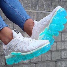 Nike What a beautiful pair .(tag a freind in comments and I will tag you in my story) . - Schuhe - Best Shoes World Kicks Shoes, On Shoes, Me Too Shoes, Shoes Cool, Jeans Shoes, Crocs Shoes, Black Shoes, Cute Sneakers, Sneakers Nike
