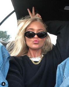 The Girls Studio. Many times, an outfit seems t Black Women Fashion, Womens Fashion Online, Latest Fashion For Women, Look Fashion, Fashion Outfits, Beauté Blonde, Mode Ootd, New Mode, Foto Casual
