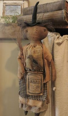 Handmade Primitives by artist Lynn Higbie. At The Button Box you will find fine handmade wares including primitive dolls, bears snowmen and much more. Primitive Fall Crafts, Primitive Autumn, Primitive Pumpkin, Primitive Folk Art, Halloween Doll, Halloween Projects, Fall Halloween, Halloween Creatures, Art Dolls