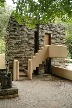 Fallingwater: Entrance to Edgar Kaufmann's dressing room Frank Lloyd Wright Buildings, Frank Lloyd Wright Homes, Bauhaus, Amazing Architecture, Architecture Details, Modern Architecture, Falling Water House, Falling Waters, Falling Water Frank Lloyd Wright