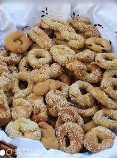 Πολύ ωραία κουλουράκια πορτοκαλιού για να συνοδεύσουμε το καφεδάκι μας και όχι μόνο - νηστίσιμα και μυρωδάτα Greek Desserts, Biscuit Cookies, Slow Cooker Recipes, Doughnut, Biscuits, Deserts, Cooking, Food, Crack Crackers