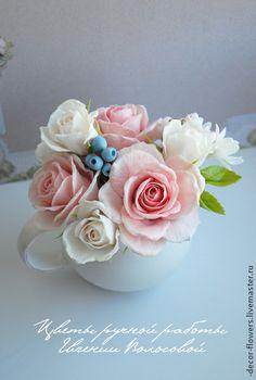 Clay roses by Evgeniya Volosova. Интерьерные композиции ручной работы. Ярмарка Мастеров - ручная работа Небольшой шебби-букет ручной работы с розами, туберозой, голубикой.. ...