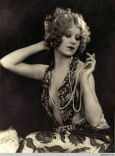 Vintage burlesque dancer and actress Faith Bacon, ca. Pin Up Vintage, Vintage Glamour, Vintage Beauty, Vintage Ladies, Vintage Fashion, Fashion 1920s, Edwardian Fashion, Gothic Fashion, Roaring 20s Fashion