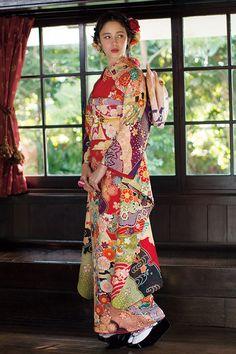 振袖コレクションOE-1177|振袖オンディーヌ | 振袖レンタル・販売オンディーヌ 公式サイト Japanese Costume, Japanese Kimono, Yukata, Kimono Fashion, All Fashion, Kimono Design, Japanese Outfits, Costumes For Women, Traditional Dresses
