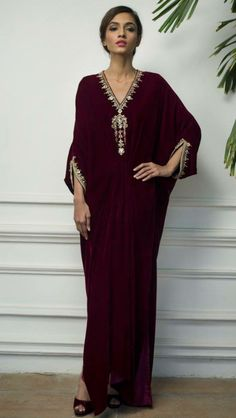 Couture Mode, Couture Fashion, Traditional Fashion, Traditional Dresses, Indian Designer Outfits, Designer Dresses, Abaya Fashion, Fashion Dresses, Hijabi Gowns