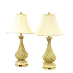 This pair of table lamps are featured in a woven wicker with a light beige finish. These cottage chic lamps have curved lampshades with vase bases. Great for lighting up a living room! #cottagechic #decor #lighting #sandiegovintage #vintagefurniture