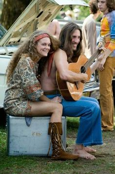 "Woodstock 1969 The Woodstock Music Festival - The ""Hippies"" were about peace and freedom and expression. 1969 Woodstock, Festival Woodstock, Woodstock Hippies, Hippie Woodstock, Woodstock Music, Woodstock Fashion, Woodstock Photos, Hippie Style, Hippie Man"