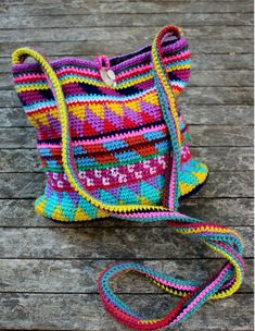 Crochet Purses Ideas Maya Purse -free crochet pattern- - This crochet purse caught my eye right away because it is absolutely stunning! I love the use of color, and especially love how this bag is a stash buster. Imagine the color possibilities! Mochila Crochet, Crochet Tote, Crochet Handbags, Crochet Purses, Crochet Crafts, Crochet Projects, Knit Crochet, Scrap Yarn Crochet, Free Crochet Bag