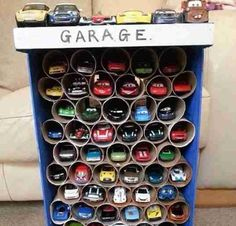 5 geniale DIY-Ideen für Kinder Mamaaa, I'm bored! This sentence will surely seem familiar to you. Here are five simple DIY ideas that you can implement with your children . Creative Toy Storage, Toy Car Storage, Diy Storage, Storage Ideas, Garage Storage, Toilet Paper Storage, Toilet Paper Roll Crafts, Paper Crafts, Diy Paper