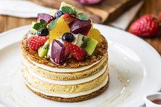 フルーツとクリームチーズのミルフィーユパンケーキ 1,280円(税込)「ジェイエス パンケーキカフェ(J.S. PANCAKE CAFE)」から、旬のフルーツ「ペッシュ・ド・ヴィーニュ」や夏野菜を贅沢...