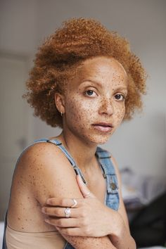 Tips + Tricks: New Milk Makeup with Coral Kwayie Black People With Freckles, Women With Freckles, Beautiful Black Women, Beautiful People, Curly Hair Styles, Natural Hair Styles, Ginger Babies, Ella Enchanted, Pelo Afro