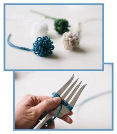 How to make a loopy fork pom pom - tutorial Pom Pom Crafts, Yarn Crafts, Diy And Crafts, Diy Tassel, Tassels, Pom Pom Tutorial, Yarn Flowers, Pom Pom Flowers, Handmade Rakhi