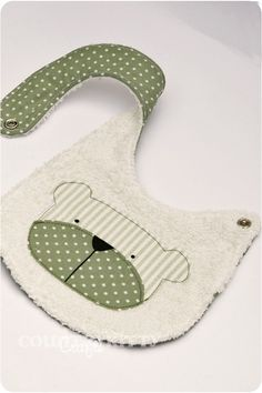 best ideas for diy baby bibs children Quilt Baby, Baby Sewing Projects, Sewing For Kids, Diy Projects, Diy Baby Boy Bibs, Diy Pour Enfants, Couture Bb, Baby Makes, Baby Kind
