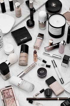 At the beginning of this year, I got rid of a huge portion of my beauty collection. Like, really huge. I talk about practicing mindfulness all the time and at the beginning of this year, I've decided to start practicing… #beauty #makeup