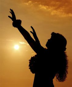 This wahine hula dancer at sunet makes a perfect silhouette. Old Lahaina Luau, Polynesian Dance, Polynesian People, Hawaiian People, I Love To Run, Hawaiian Art, Hula Dancers, Warrior Spirit, Aloha Hawaii