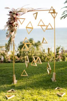Geometric wedding ceremony backdrop via-Courtney Paige Photography / http://www.deerpearlflowers.com/modern-himmeli-geometric-wedding-details/2/
