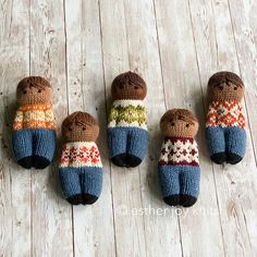 Fairisle Friends : Small, cute dolls with pattern knit blouses that can be varied in color. Here in DK yarn remnants on sticks mm. Free Knitting, Knitting Patterns, Crochet Patterns, Beginner Knitting, Knitted Dolls, Knitted Hats, Worry Dolls, Knitted Animals, Fair Isles