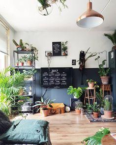Livingroom Dark Lambrisering Urban Jungle