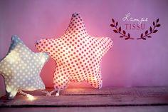 J'ai croisé cette idée de «lampe tissu» en farfouillant comme tous les soirs mon temple de l'inspiration nommé Pinterest, quand je suis tombée