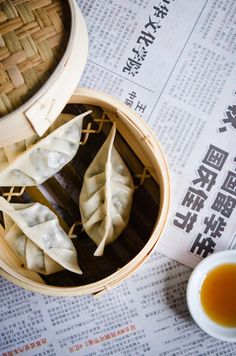 Dim Sum by Viviane Perenyi Wonton Recipes, Appetizer Recipes, Dim Sum, Steamed Dumplings, Chinese Dumplings, Homemade Dumplings, Chicken Spring Rolls, Mets, Food Preparation