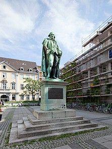 In Mannheim had Schiller veel te maken met de theaterman Dalberg Friedrich Von Schiller, Statue Of Liberty, Travel, Mannheim, Statue Of Liberty Facts, Viajes, Statue Of Libery, Destinations, Traveling