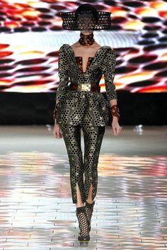Alexander McQueen Spring 2013 Ready-to-Wear Fashion Show - Tian Yi (OUI)