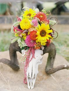 Love the flowers in the horns...so cool!