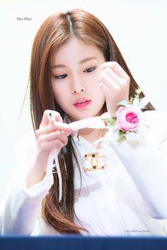 181103 KBS Simseok Hall fan signing  #izone #hyewon