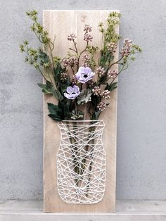art diy - How to Decorate your Space with Wall Pictures If a room in your house lacks character, by simply placing some fine art prints on the walls can actuall. String Art Templates, String Art Patterns, String Art Diy, Diy Wall Art, Wall Art Crafts, String Crafts, Wall Decor, Room Decor, Diy Home Crafts