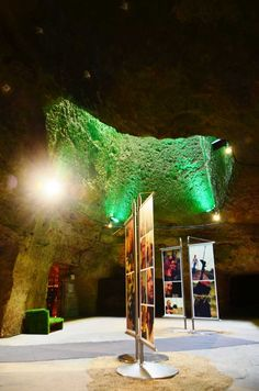 Atypical and unusual, La Verrière is the ideal place to reunite your guests and collaborators in the typical caves of the Loire Valley region.